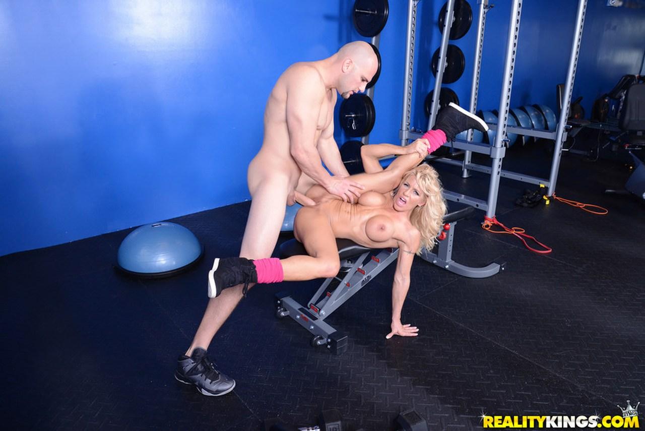 Смотреть секс в тренажёрном зале, Фитнес - Порно видео ролики смотреть онлайн 19 фотография