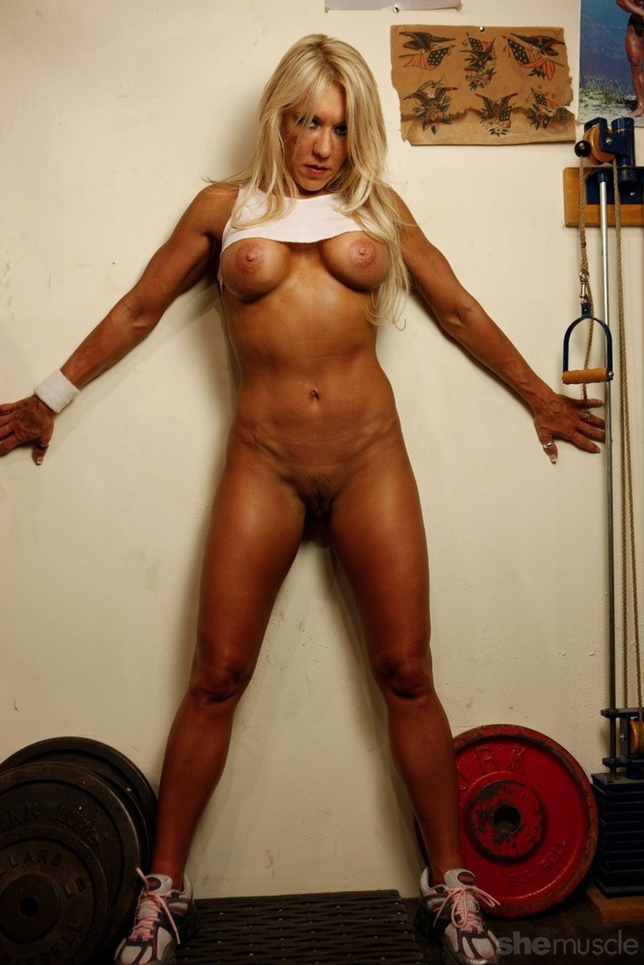 SheMuscle Featuring Samantha, Blonde bodybuilder Samantha, Blonde bodybuilder, Samantha, SheMuscle, female muscle, female bodybuilder, muscle babe, MuscleBabes.WandererX.net
