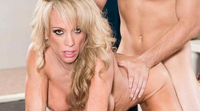 Raquel Sultra – Shopping For Cock!