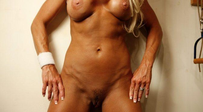 Blonde Bodybuilder Samantha!