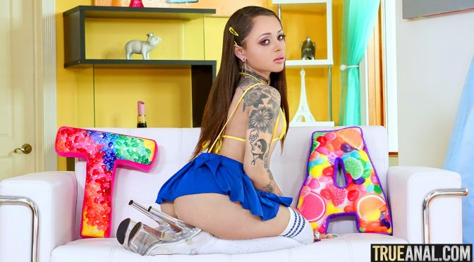 Holly Hendrix – Stretching Holly's Backdoor!